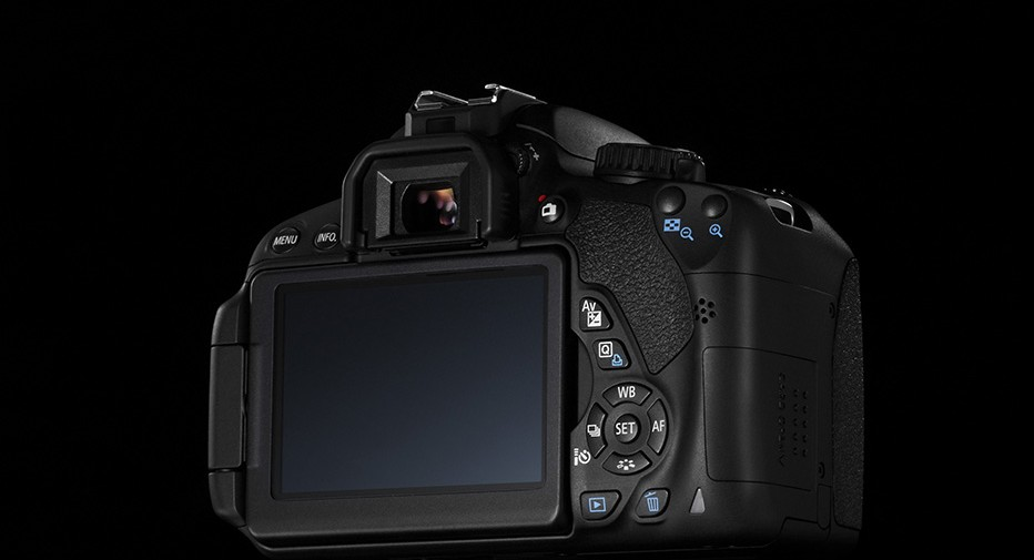 120610_1_Canon-EOS-650D-CREATIVE-LCD-DISPLAY-BACK-932x505