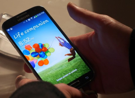 Galaxy S4 hand