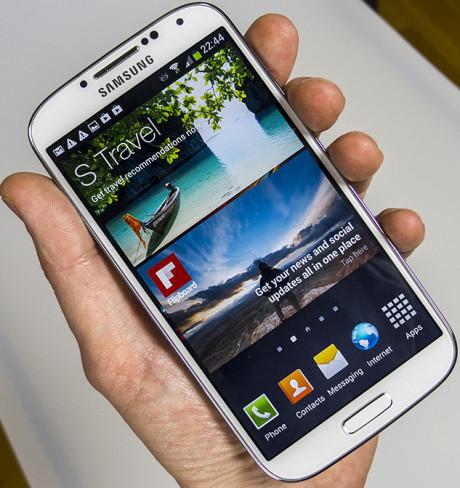 Samsung Galaxy S4 hand