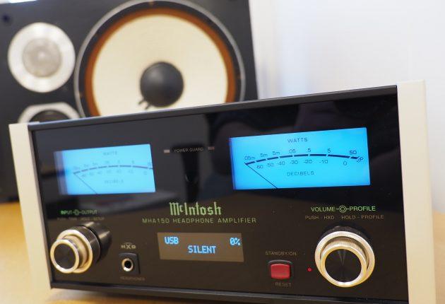 MHA150 har glimrende kontroll på de steintøffe studiomonitorene JBL 4411. Foto: Geir Gråbein Nordby