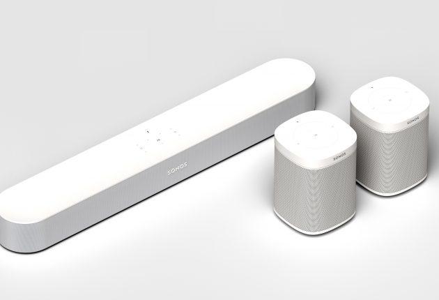 Vill du ha riktig ordentligt surroundljud kan du till exempel para ihop Sonos Beam med ett par Play:1 som bakhögtalare. Foto: Sonos
