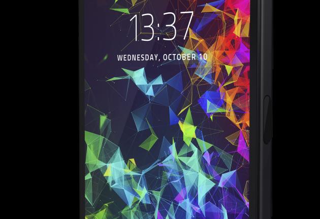 Den kantiga designen gör Razer Phone 2 uppfriskande cool att titta på.