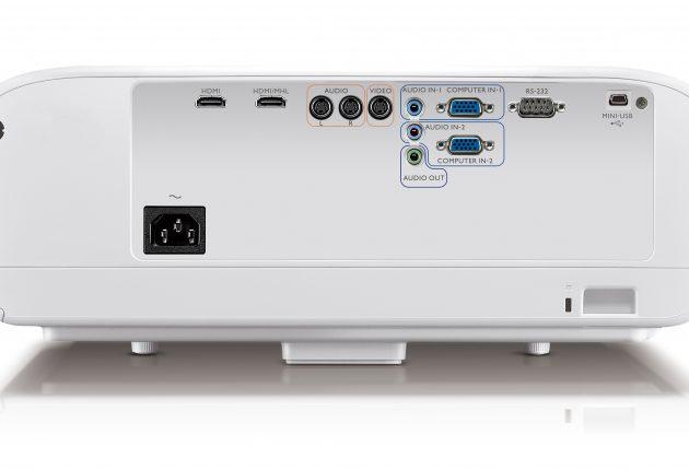 I en sådan här projektor är det praktiskt att ha en ljudutgång, och det finns minsann på BenQ W1600UST. Och två HDMI-ingångar så klart. Foto: BenQ