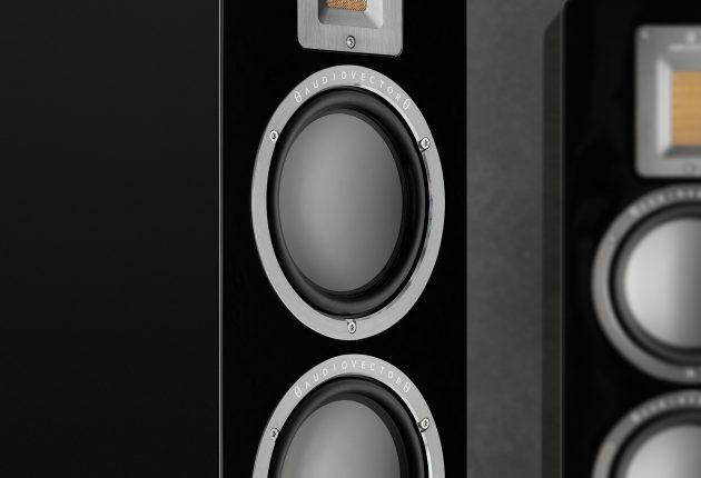 Audiovector QR5 i svart pianolack. Foto: Audiovector