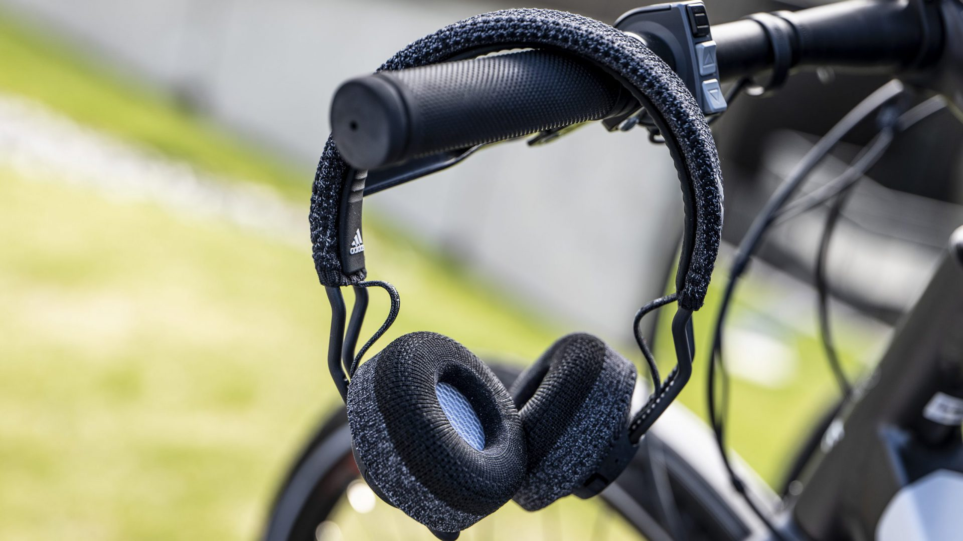 Adidas SPT-01 & bike handlebar - SPREAD