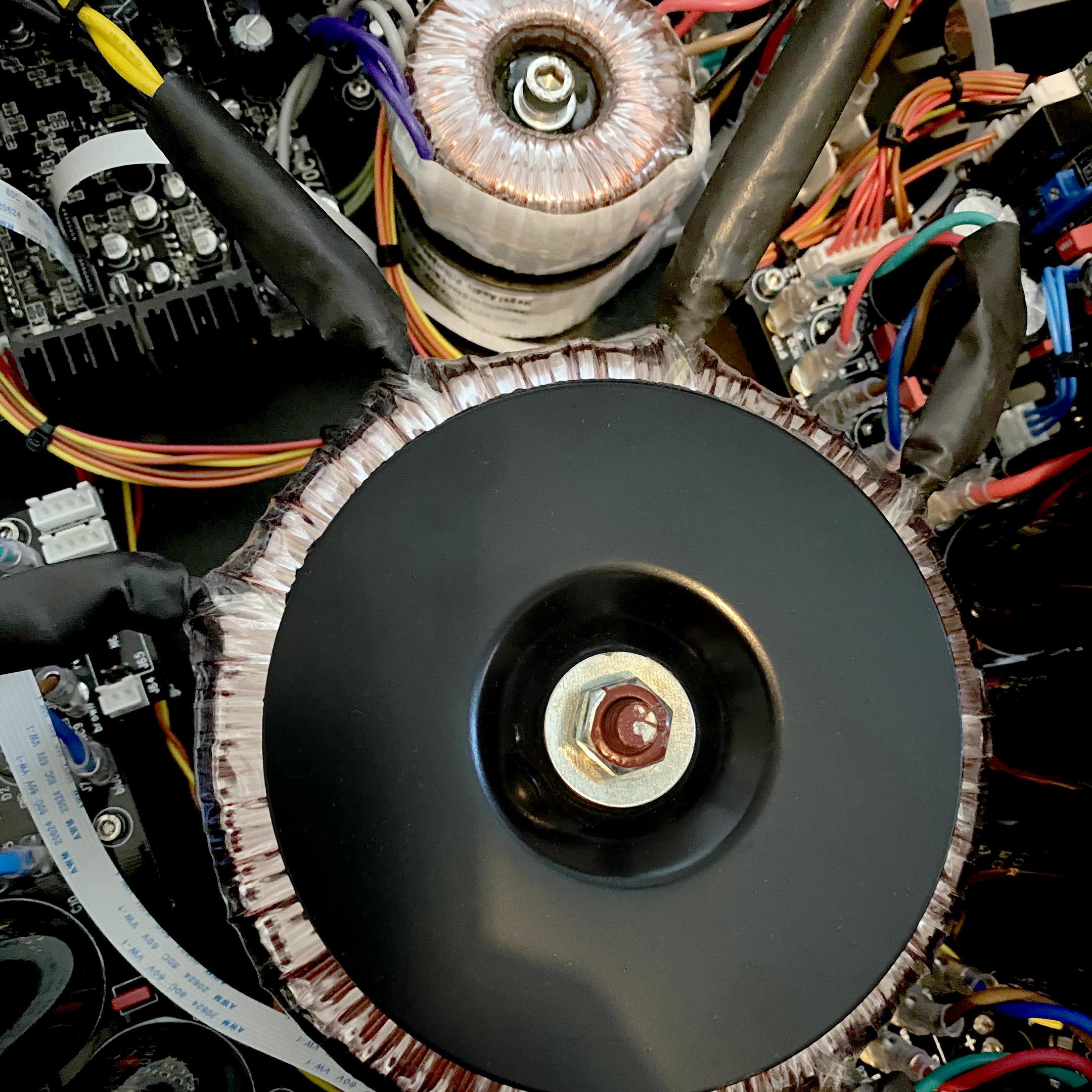 Hegel H390 transformers