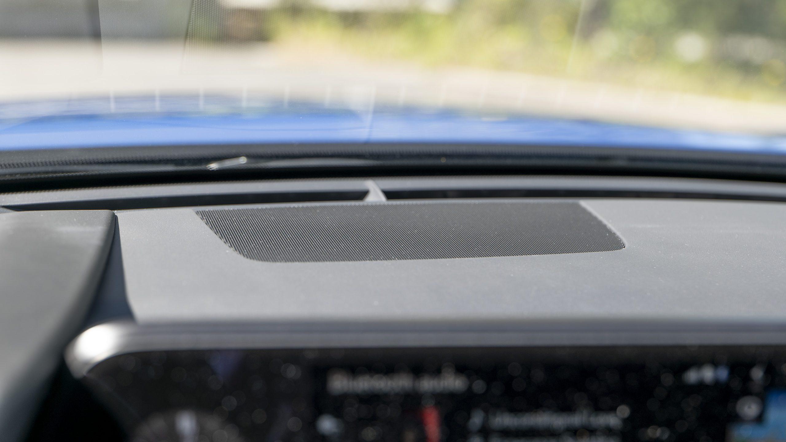 Lexus UX 300e centerspeaker