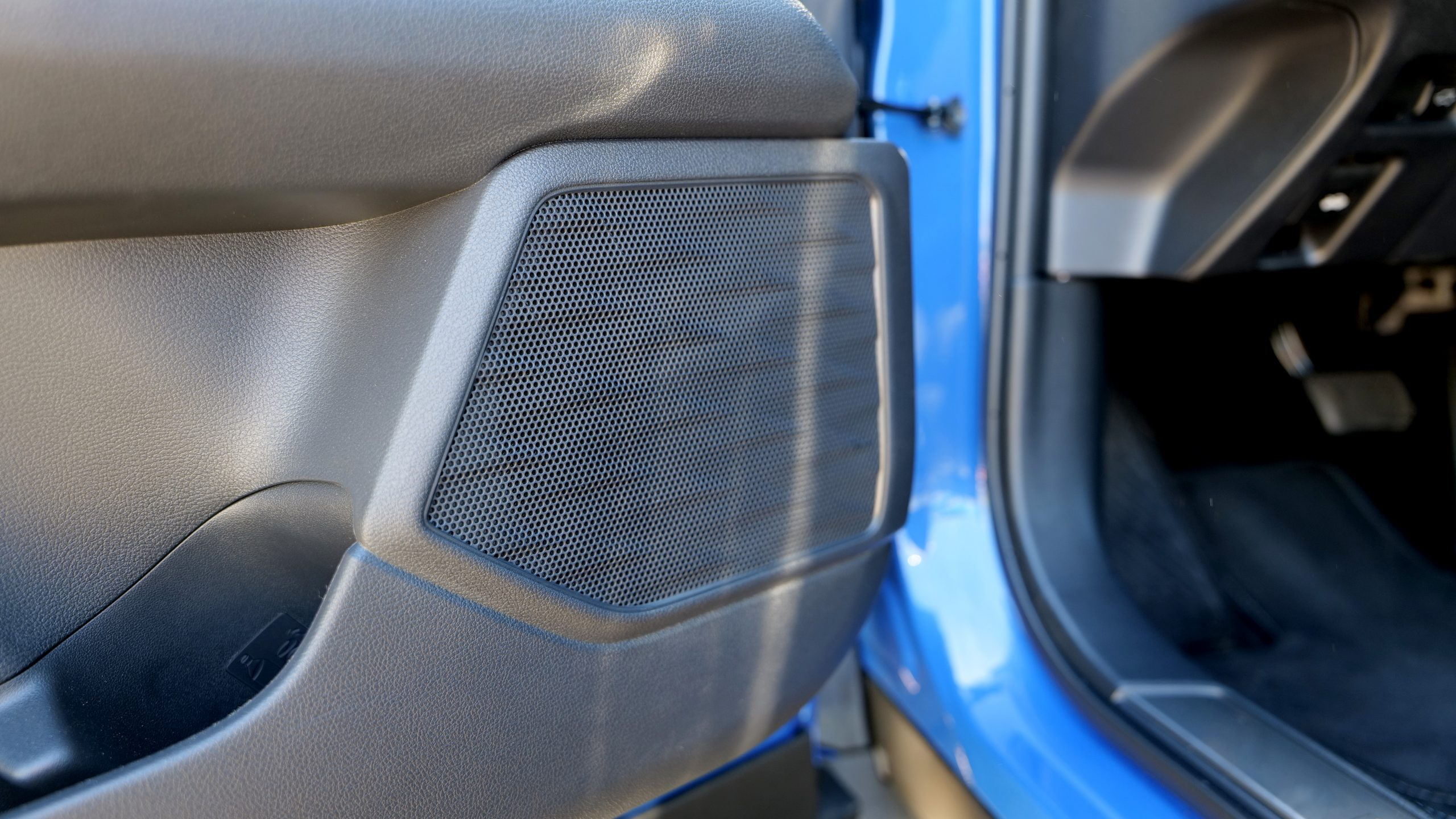 Lexus UX 300e left door speaker