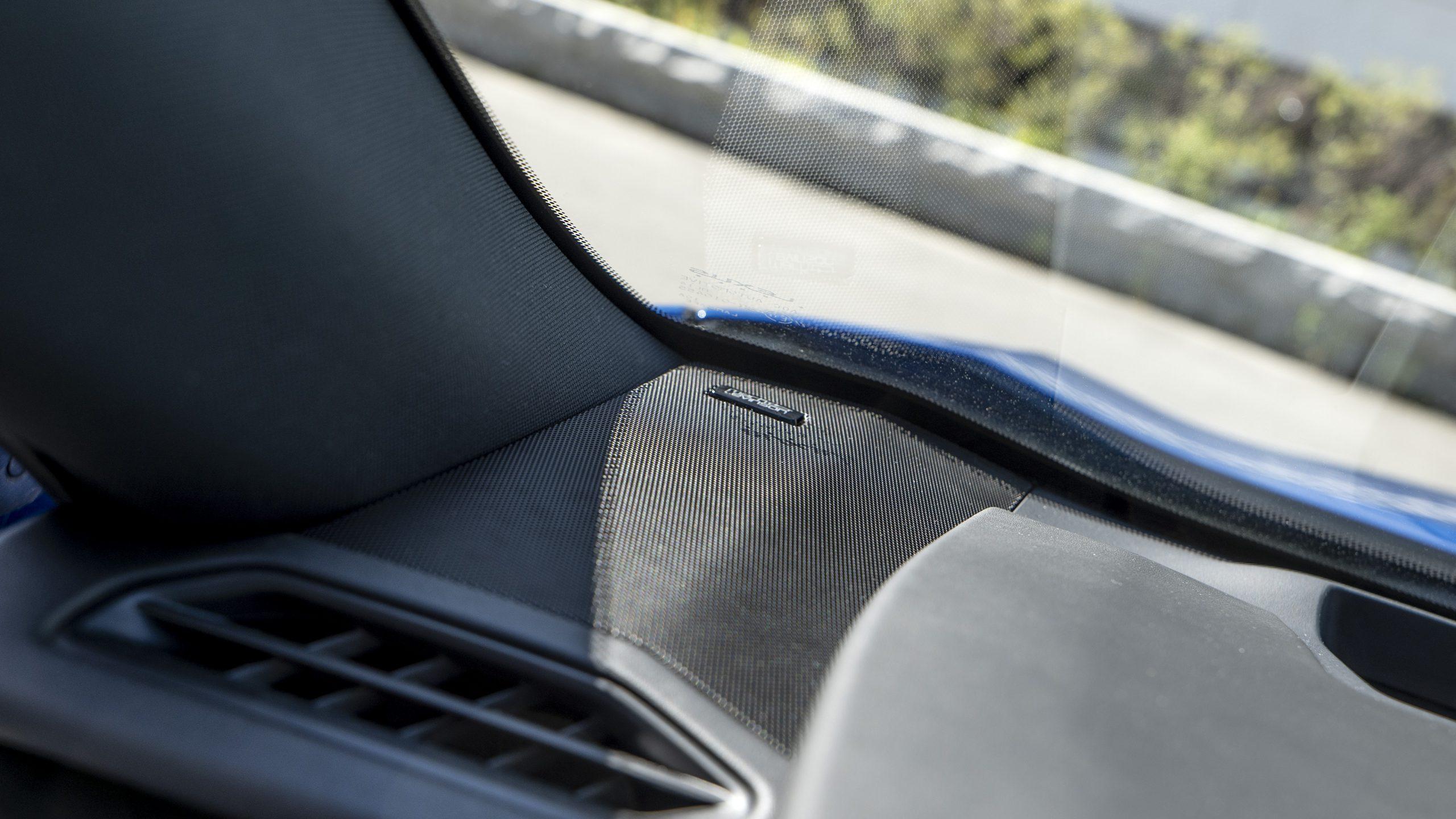 Lexus UX 300e leftspeaker