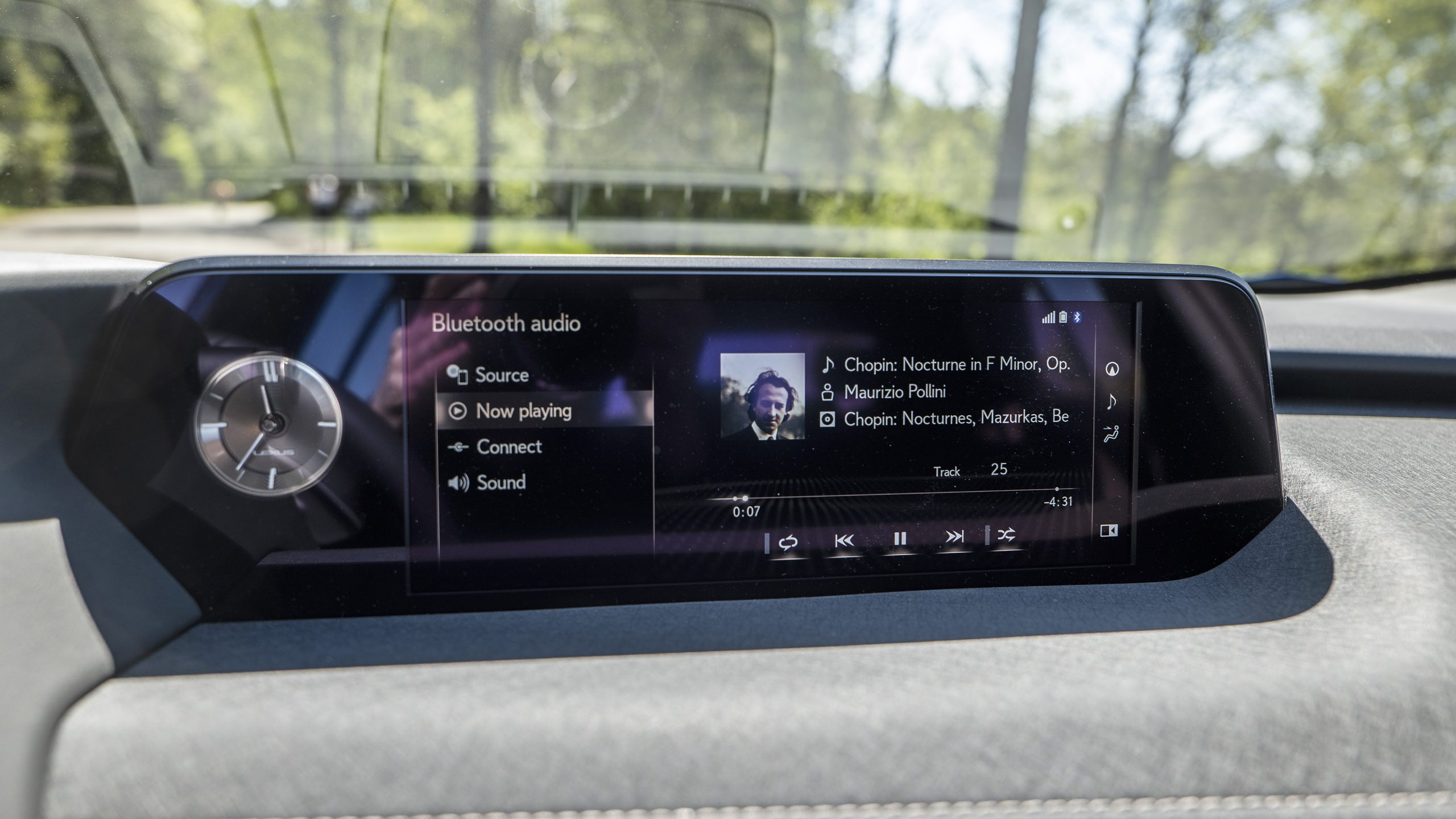 Lexus UX 300e screen
