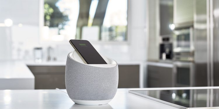 Hi-Fi Smart Speaker + Wireless Charger; White; Soundform Elite; Devialet ; SAP109; White counter; kitchen