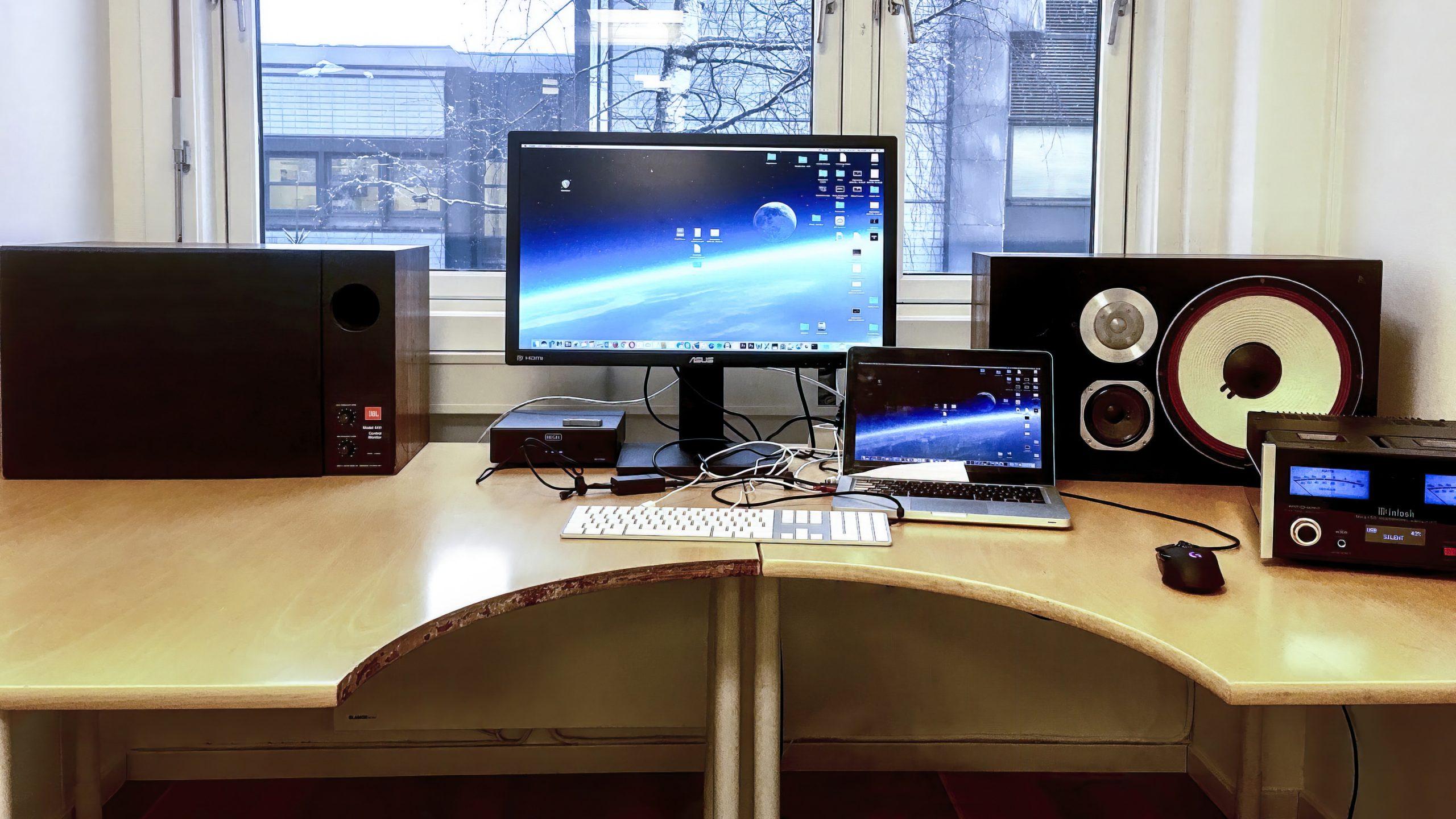 JBL 4411 desktop