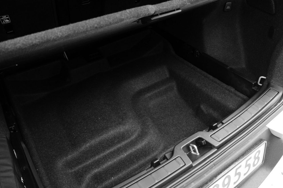 Volvo XC40 P8 Recharge bagasje under