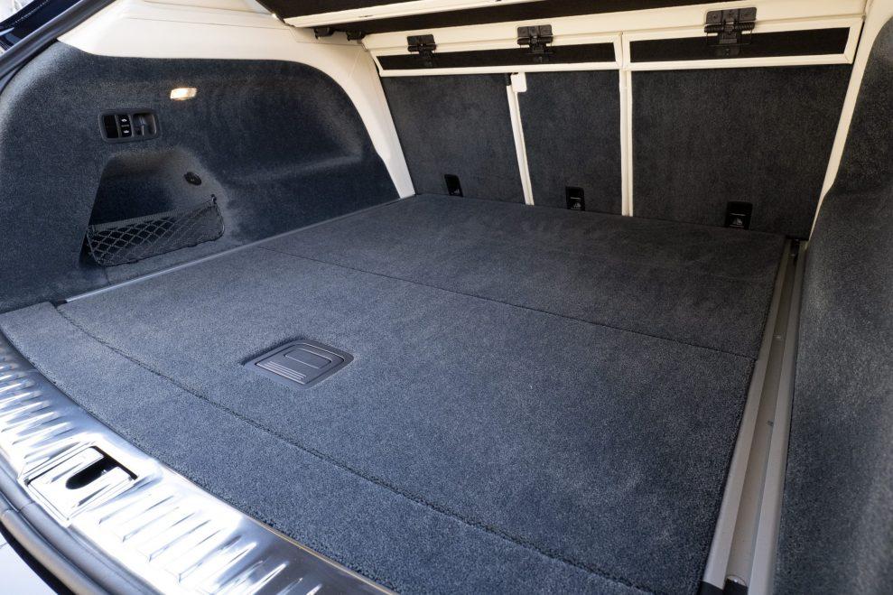 Bentley Bentayga luggage compartement