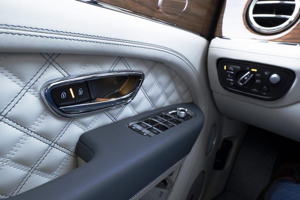 Bentley Bentayga seams
