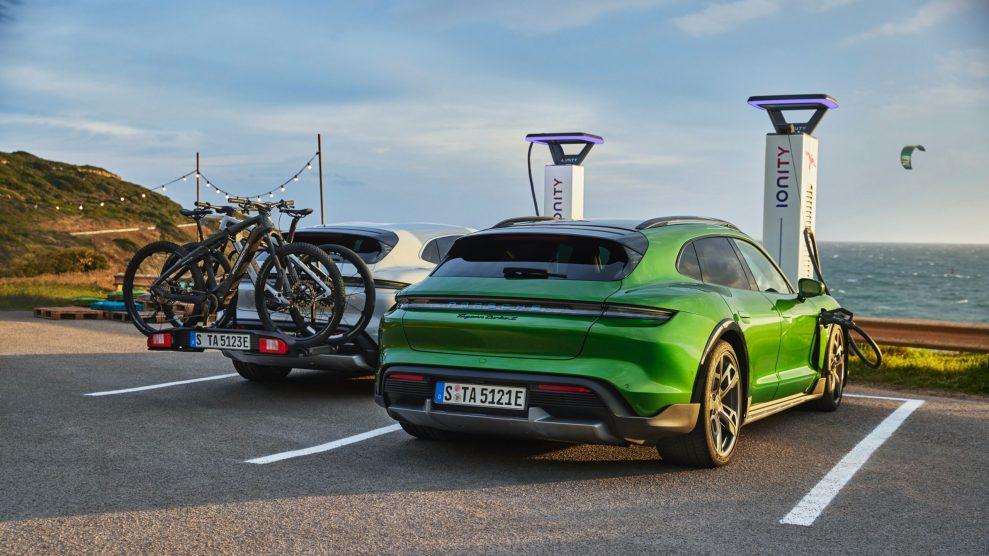 Porsche-Taycan-Cross-Turismo-charging-989x556