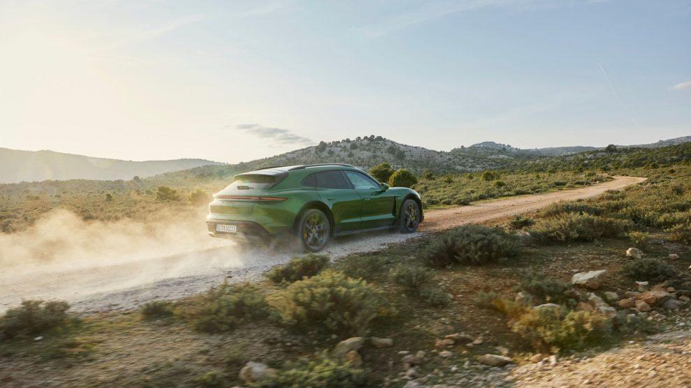 Porsche-Taycan-Cross-Turismo-offroad-989x556