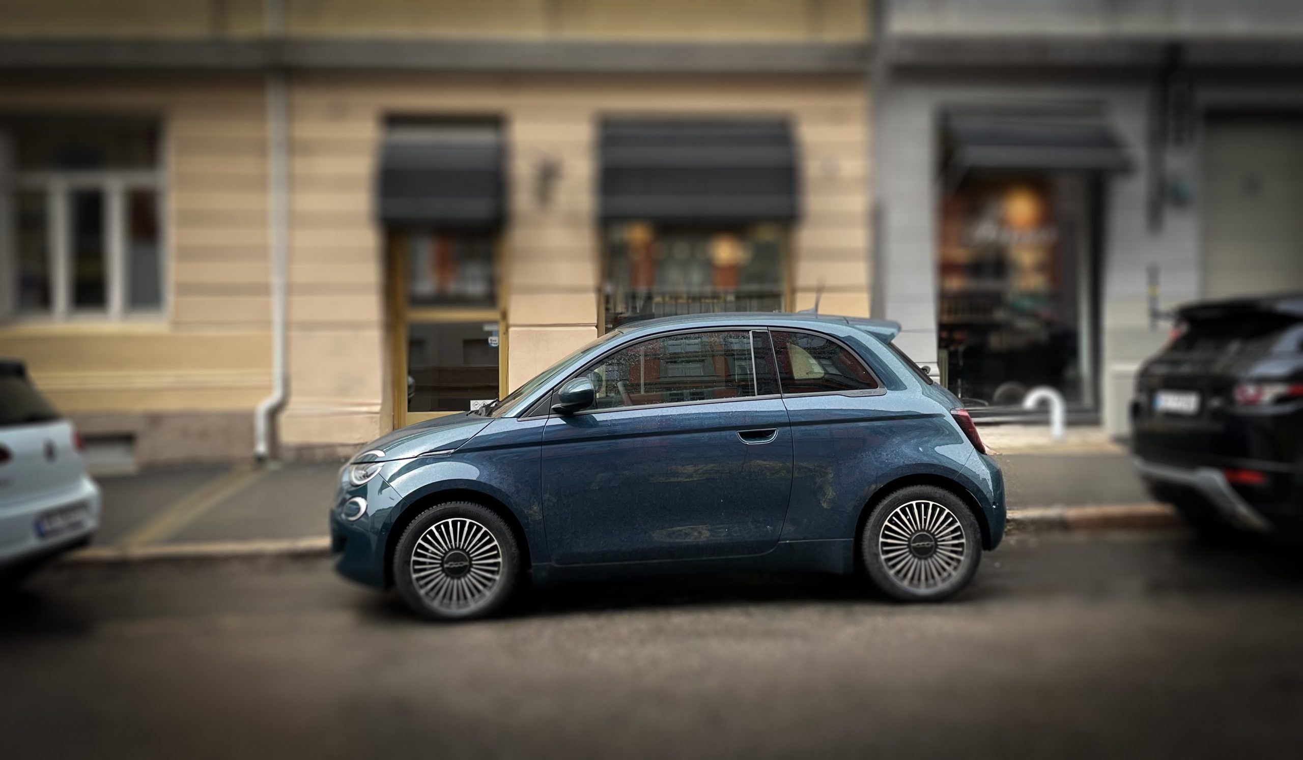 Fiat 500 Electric easy parking