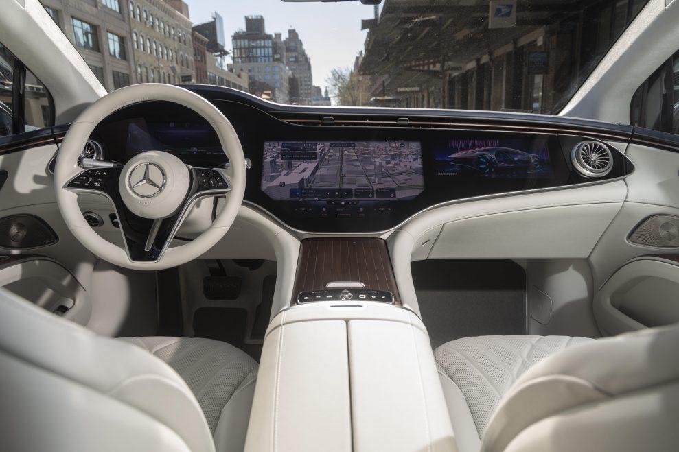 Mercedes-Benz_EQS_Manhattan_49-989x659