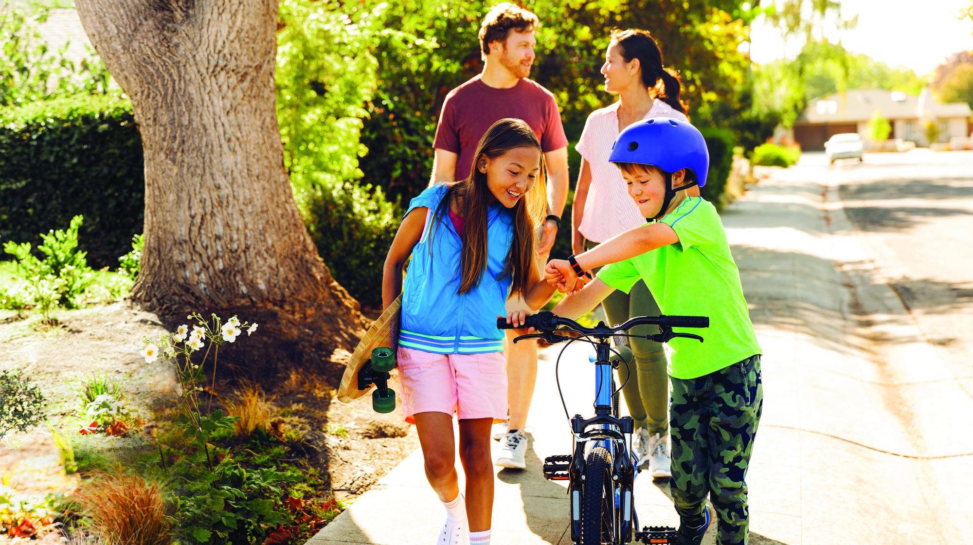 Lifestyle photo of Fitbit Proxima Kids.