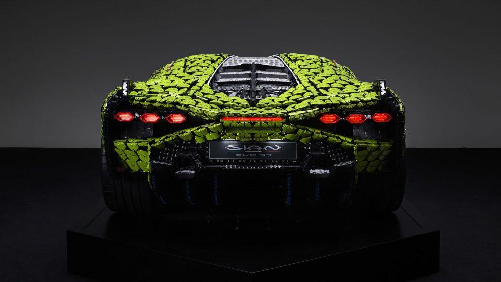 Life-size LEGO Technic Lamborghini Sian FKP 37 (19)
