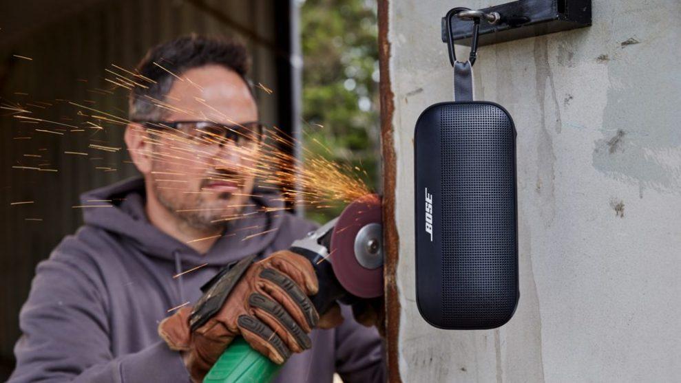 Bose-Soundlink-Flex-work-hard-989x557