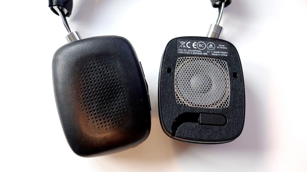 Tar batteriet slut så går det att koppla in en kabel under vänster öronkudde. Som sitter fast med magnet och skyddar det 40 mm stora elementet.