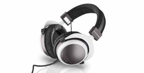 10 slutna hörlurar