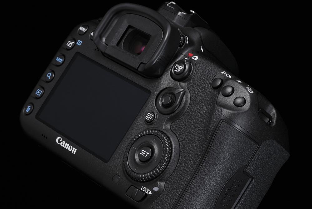 Design Cut EOS 7D Mark II 5 B Special