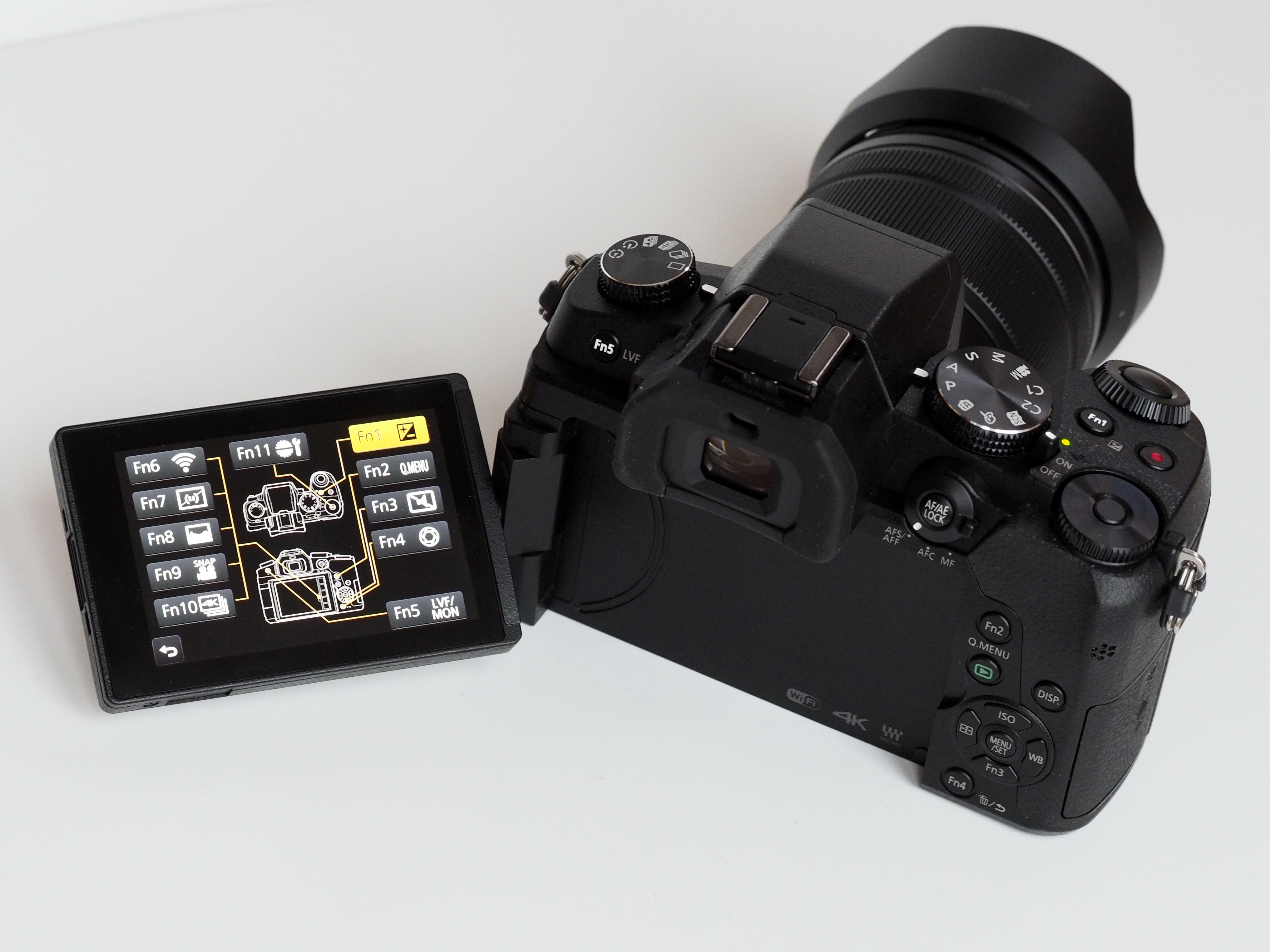 Vrid- och vändbar pekskärm är användarvänligt, särskilt när man filmar.