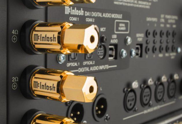 Högtalarterminaler för 2, 4 och 8 ohms högtalare optimerar utgångssteget efter högtalarlasten.