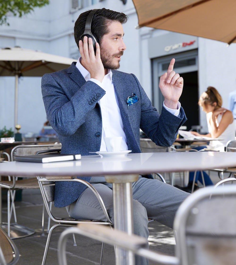 Ett viktigt samtal när du ber om notan? Tja, varför inte? Foto: Sony