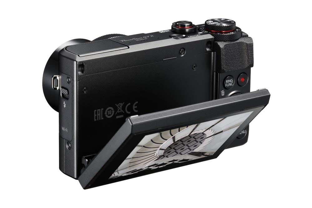 Vridbar pekskärm är väldigt praktiskt att ha i en liten kamera. Foto: Canon
