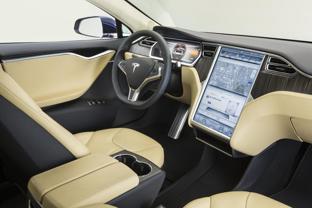 s1nn_1-TeslaModelS-Innen