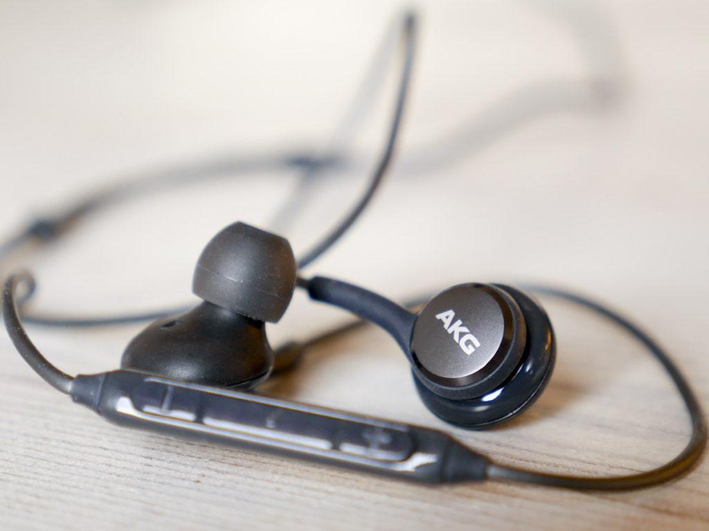 Samsung s9 trådlösa hörlurar på köpet